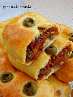 coucou tous le monde !! Voici une recette spéciale Ramadan, se sont des petits pains farcis à l'Aubergine - tomate - viande haché et champignons réalisés avec la fameuse pâte magique / pâte des 10 minutes dont vous trouverez la recette en images étape...