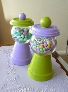 Easy DIY candy jar---super cute and definitely thinking of making a 'Happy Everything' one for year round! Clay Pot Projects, Clay Pot Crafts, Diy Crafts, Tree Crafts, Flower Pot Crafts, Flower Pots, Candy Jars, Candy Dishes, Candy Bowl