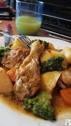 Estofado de pollo con patatas y verduras - Sign Tutorial and Ideas Chicken Stew With Potatoes, Mexican Food Recipes, Dinner Recipes, Plats Healthy, Deli Food, Cooking Recipes, Healthy Recipes, Love Food, Food Videos