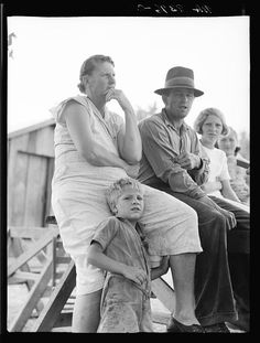 A sharecropper's famille that moved to Mississippi. By Dorothea Lange, 1939.
