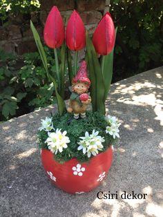 Tavaszi manócskás 8 Martie, Flower Arrangements, Planter Pots, Shabby Chic, March, Easter, Christmas Ornaments, Holiday Decor, Spring