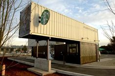 Starbucks Coffee Shop Made Out of Shipping May new Starbucks in Seattle has created an entire store from four old shipping containers. The Starbucks officially opened in mi. Café Container, Container Coffee Shop, Container Design, Shipping Container Buildings, Shipping Container Homes, Shipping Containers, Container Architecture, Sustainable Architecture, Container Store