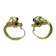 Gold earrings shaped like wild goat heads Hellenistic, around 200-100 BC Probably from Corfu, Ionian Islands, Greece Brit.mus.