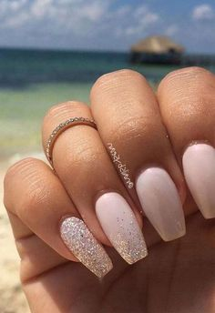 Wedding nails inspirations for the perfect wedding look. Here you will find the best nail ideas for your wedding day from simple nail designs to sophisticated nails art ideas. Each bride will find something special and unique. Nail Designs Spring, Simple Nail Designs, Nail Art Designs, Grey Acrylic Nails, Pink Nails, Sophisticated Nails, Wedding Day Nails, Romantic Nails, Cute Spring Nails
