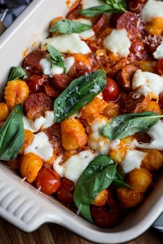 Gnocchi uit de oven met chorizo en cherrytomaatjes, minder chorizo en stukjes ipv plakjes Chorizo, Happy Foods, Meals For The Week, Easy Dinner Recipes, Mozzarella, I Foods, Food Porn, Yummy Food, Lunch