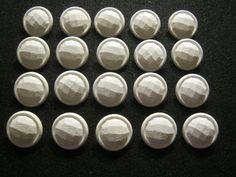 20 Stück Jackenknöpfe mit Öse,weiß,Plastisch,Durchmesser ca.25 mm,Neu,Lübecker Knopfmanufaktur von Knopfshop auf Etsy