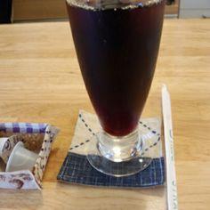 今日は喫茶店でアイスコーヒーいただいています。