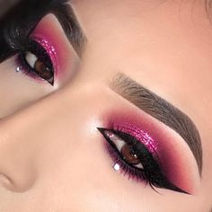 """1,879 mentions J'aime, 62 commentaires - Lupita Lemus (@lupita_lemus) sur Instagram : """"Close up! I'm obsessed with the little jewels I added to he bottom lash line💕☺️ . . @morphebrushes…"""""""