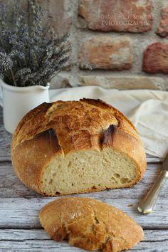 """Nagyon szerettem volna kipróbálni, hogy milyen is lábasban kenyeret sütni. Vaslábasom nem lévén, gondoltam """"felavatom"""" az ... Naan, Food And Drink, Bread, Recipes, Kitchens, Drinks, Brot, Recipies, Baking"""