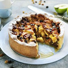 Bake a delicious apple pie in your Airfryer. Tips for other variations: replace part of the apple with apricot, pear or cherries. Chef Recipes, Apple Recipes, Air Fry Everything, Blackberry Crumble, Self Rising Flour, No Bake Pies, Baked Apples, Air Fryer Recipes, No Bake Desserts