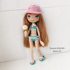 Куколка Леночка Первый комплект одежды который она попросила -это купальник бейсболка шлёпки  + рожок мороженого   Кстати у неё и солнцезащитные очки есть   К поездки на море почти готова .  рост куколки 18 см  куколка свободна /doll available  Одежда ещё будет ✔️Ждите фото Ваша #olyaka_lab #всефотосленочкойздесь  #кукольнаялабораторияоля_ка ____________________________________ #портретнаякукла#интерьернаякукла #текстильнаякукла#авторскаякукла#коллекционнаякукла#куклаизткани#к...