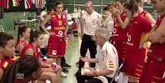 U16F – CTO. EUROPA 2013 - Evaristo Pérez Torices alienta a sus jugadoras durante un tiempo muerto. Foto: FIBA EUROPE