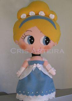 Boneca Cinderela, confeccionada em feltro. R$ 55,30