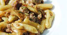 C'est la saison des chanterelles? Préparez une sauce exquise avec ces champignons pour vos pâtes cavatellis, avec de la saucisse épicée et du fenouil. Pasta Salad, Chicken, Ethnic Recipes, David, Food, Franks Red Hot, Cooking Food, Italian Sausages, Fresh Pasta