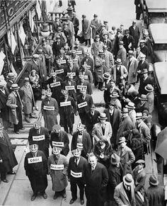 Manifestation de chômeurs dans Times Square. New York, 8 novembre 1930. - ANONYME