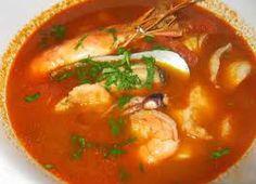 La bouillabaisse se compone de una sopa de diversos pescados a veces servidos enteros. Es un plato francés tradicional de la provincia de Provenza y en particular de la ciudad de Marsella. Es muy similar a la Caldeirada portuguesa