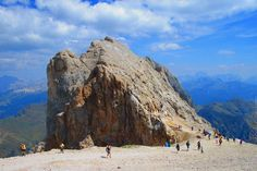 NEL CUORE DELLE DOLOMITI Una settimana nel cuore delle Dolomiti, montagne spettacolari e famose in tutto il mondo. http://www.jonas.it/trekking_dolomiti_marmolada_457.html