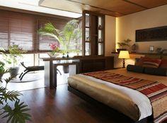 写真:アジアンリゾートホテルのようなベッドルーム
