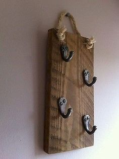 Awesome 40 DIY Key Holder for Rustic Home Decor Ideas https://decorapatio.com/2017/09/26/40-diy-key-holder-rustic-home-decor-ideas/