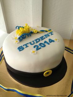 Studentmössa how to Girl Shower Cake, Shower Cakes, Bagan, Fika, Novelty Cakes, Party Cakes, No Bake Cake, Birthday Celebration, A Table