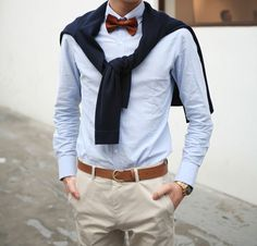 Opt for a navy crew-neck sweater and beige chinos for a fuss-free outfit that's also put together nicely. Gentleman Mode, Gentleman Style, Dapper Gentleman, Southern Gentleman, Preppy Southern, Southern Prep, Sharp Dressed Man, Well Dressed Men, Mode Bcbg