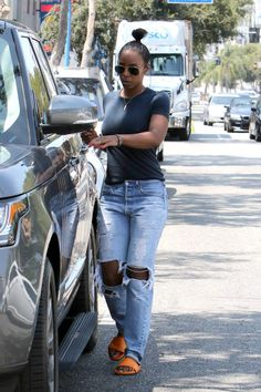 Kelly Rowland opts for no bra while out her son and a friend. Kelly seems to be having a ball as she laughs heartedly while walking to her car in Los Angeles, CA, USA on August Photo by GSIABACAPRESS. Summer Outfits, Casual Outfits, Cute Outfits, Fashion Outfits, Womens Fashion, Kelly Rowland Style, Vogue, Denim Outfit, Casual Looks