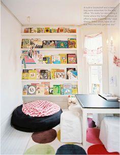 Built-in bookshelf for a kids room