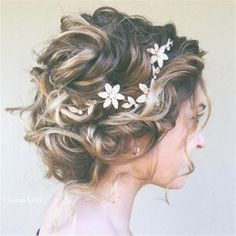 Prom Hair Ideas 2019 - Messy Curly Bridal Updo - My Fashion World Short Hair Updo, Short Hair Styles, Updo Hairstyle, Short Hairdos For Wedding, Hairstyle Ideas, Perfect Hairstyle, Short Hair Brides, Romantic Short Hair, Wedding Hairstyles For Curly Hair