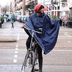 the people's poncho uses the highest quality Japanese waterproof polyester to ensure you are left bone dry when out and about. It also has reflective glow in the dark piping and a reflective peaked hood ensuring you are safe whilst cycling at night.  #thepeoplesponcho #amsterdam ✌️