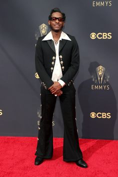 Emmy Awards 2021: Fashion—Live From the Red Carpet   Vogue Catherine O'hara, Catherine Zeta Jones, Cedric The Entertainer, Jennifer Coolidge, Rachel Lindsay, Samira Wiley, Jean Smart, Leon Bridges, Jason Sudeikis