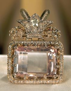 "royals-and-quotes: "" Imperial Jewels of Iran - Darya-i-Nur Diamond Considered to be the most celebrated diamond in the Iranian Crown Jewels and one of the oldest known to man. The Darya-I-Nur is crudely fashioned stone measuring x. Royal Jewelry, Diamond Jewelry, Fine Jewelry, Jewelry Box, Antique Jewelry, Vintage Jewelry, Diamond Brooch, Tiaras And Crowns, Crown Jewels"