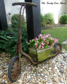 Secret Garden of Treasures by Ms. Toody Goo ShoesA Secret Garden of Treasures by Ms. Rusty Garden, Garden Junk, Garden Planters, Container Plants, Container Gardening, Rustic Garden Decor, Vintage Garden Decor, Deco Nature, Yard Art