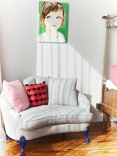 Bellamy Novogratz's designed her own couch for bedroom she share with her sister.