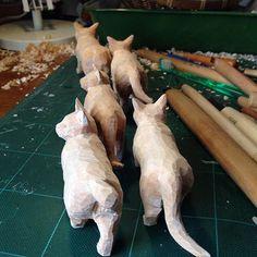 さぁ、ゴハン食べに行こう! Chip Carving, Wood Carving Art, Wood Sculpture, Sculptures, Whittling Projects, Cat Reference, Pattern Art, Art Patterns, Wooden Art