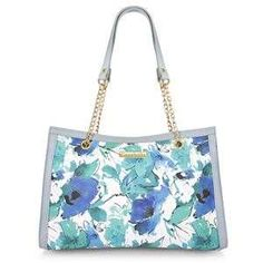 Blue and white flower print tote handbag. Adjustable and detachable strap. Gold Accessories, Fashion Accessories, Flower Prints, Tote Handbags, Gold Chains, White Flowers, Purses And Bags, Latest Fashion, Blue And White