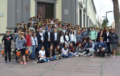 Blas Acosta, recibió esta mañana a un grupo de 38 alumnos y profesores de Secundaria, del proyecto europeo 'Comenius' ,que recorren estos días Fuerteventura