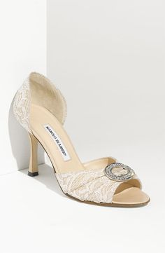 Trendy Wedding, blog idées et inspirations mariage ♥ French Wedding Blog: Shoe Friday : Manolo Blahnik {♥ Sedaraby}