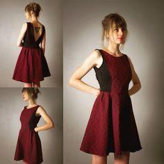 """Robe pour femme """"Marilyn"""", noire et rouge/bordeaux, courte et évasée, décolleté V profond au dos, party dress, robe du soir, soirée de la boutique AllByK sur Etsy"""