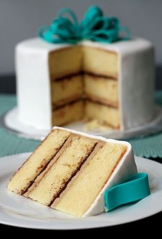 Love Wedding Cakes Vanilla Cake with Tiramisu Buttercream and Bittersweet Ganache Filling Makes one three-layer round cake, or a three-layer round cake and 6 cupcakes. Cake recipe adapted from Sky High: Irresistible Triple-Layer Cakes. Cupcake Recipes, Baking Recipes, Cupcake Cakes, Dessert Recipes, Beaux Desserts, Just Desserts, Delicious Desserts, Dessert Healthy, Cake Fillings