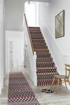 le tapis pour escalier en 52 photos inspirantes saints et design. Black Bedroom Furniture Sets. Home Design Ideas