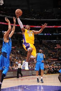 A Kobe lay-up (April 2, 2013 | Dallas Mavericks @ Los Angeles Lakers | Staples Center in Los Angeles, California)