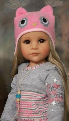 Кукла рада наряжаться, это ее любимое занятие! Давайте наряжать наших кукол вместе!