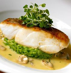 Nadire Atas on Foodie Journey Cod, crushed peas, mussels and borage from the Hinds Head. No ordinary fish and chip for Heston Fish Recipes, Seafood Recipes, Gourmet Recipes, Cooking Recipes, Healthy Recipes, Gourmet Foods, Gourmet Desserts, Fish Dishes, Seafood Dishes