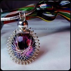 Modern Peruvian Beauty, peruvian wire wrapping technique (Franchezka Westwood). Pic source : Beading Daily/Interweave.