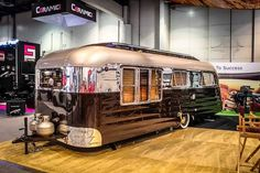99 Best Hacks, Remodel And Makeover Airstream Trailers Vintage Campers Trailers, Retro Campers, Cool Campers, Vintage Caravans, Vintage Motorhome, Rv Campers, Camper Trailer Tent, Camper Van, Airstream Caravans