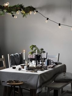 ikea weihnachten Fantastic Totally Free 10 IKEA Holiday Kitchens Ideas to Steal! Tips There is nothing Greater than a intelligent IKEA Compromise of used region, and it is a great expl Ikea Christmas, Cozy Christmas, Christmas Past, Light Decorations, Christmas Decorations, Table Decorations, Holiday Decor, Holiday Ideas, Christmas Inspiration