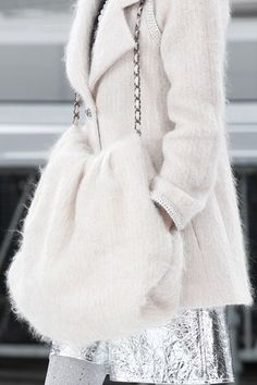 See detail photos for Chanel Fall 2017 Ready-to-Wear collection.