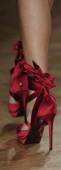 Red Satin Stilettos With Bow Hot Shoes, Crazy Shoes, Women's Shoes, Me Too Shoes, Shoe Boots, Satin Shoes, Fancy Shoes, Satin Pumps, Pointe Shoes