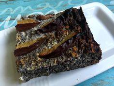 Že miluju mák, není nic novýho.Když jsem tedy narazila na jednoduchý koláč z kuchařky Jíme zdravě, hned jsem se do něj musela pustit. Ještě jsem si ho trochu vylepšila – hlavně švestkami, jejichž sezóna je [...]