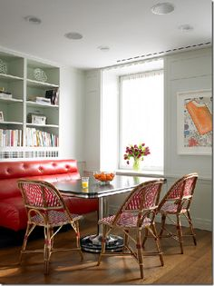 built-in bench breakfast nook ridder- love this funky table!!!!!